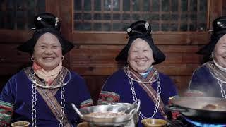 何と言っても酸湯魚!長テーブルに貴州料理並ぶミャオ族の宴会